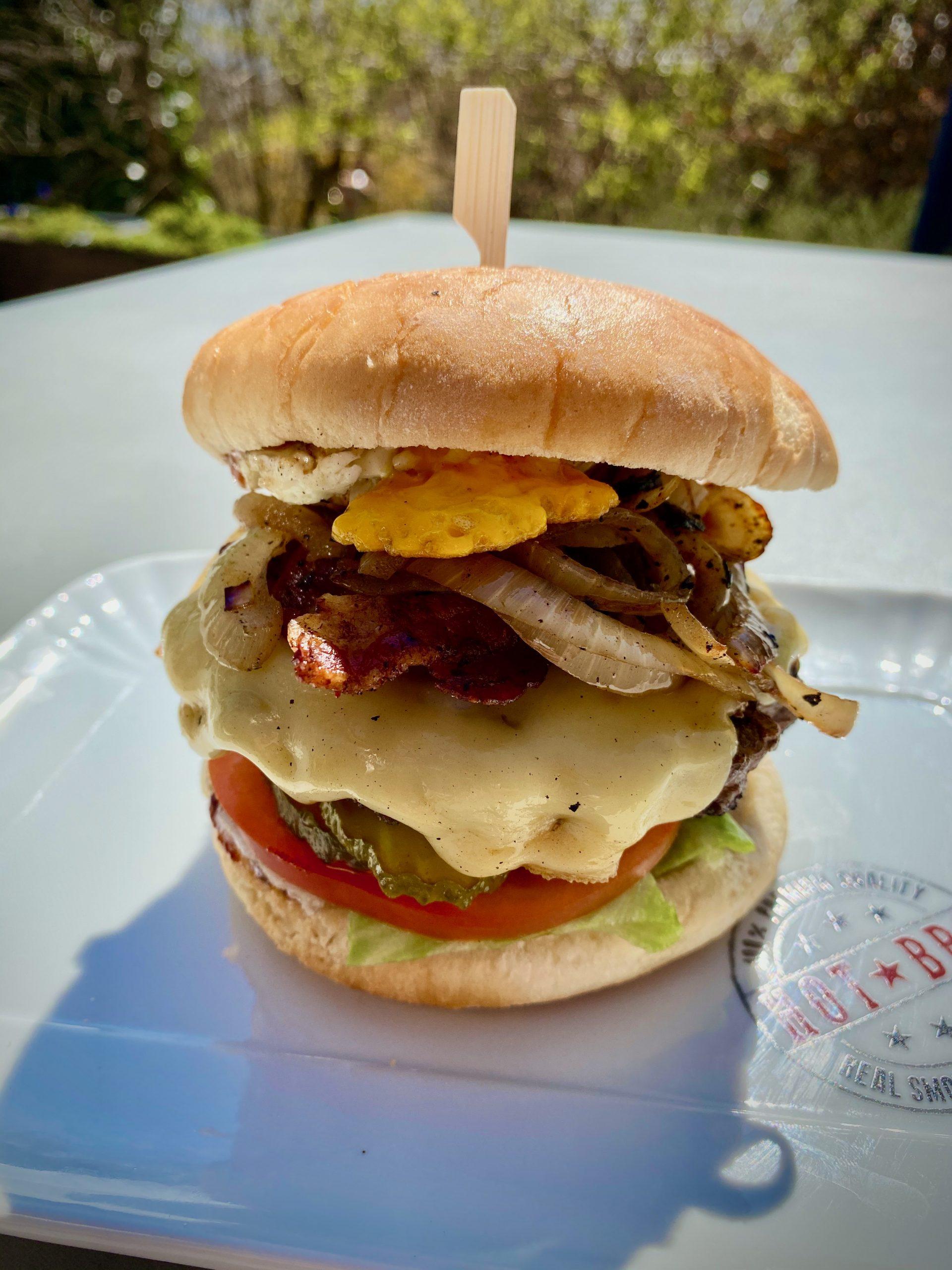 Bacon Cheeseburger mit Spiegelei