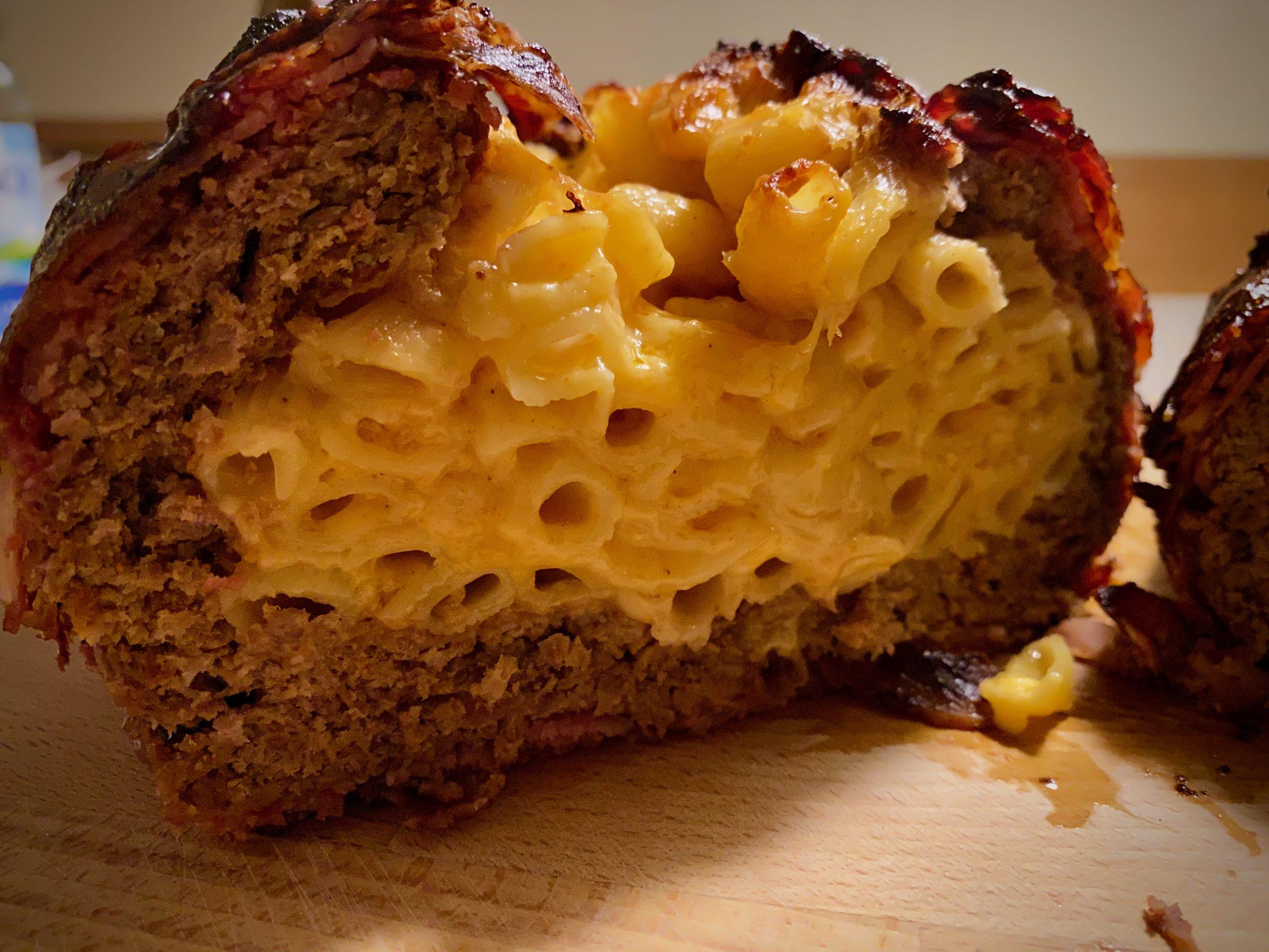 Bacon Bomb mit Mac'n'Cheese Füllung – Die ultimative Kombination