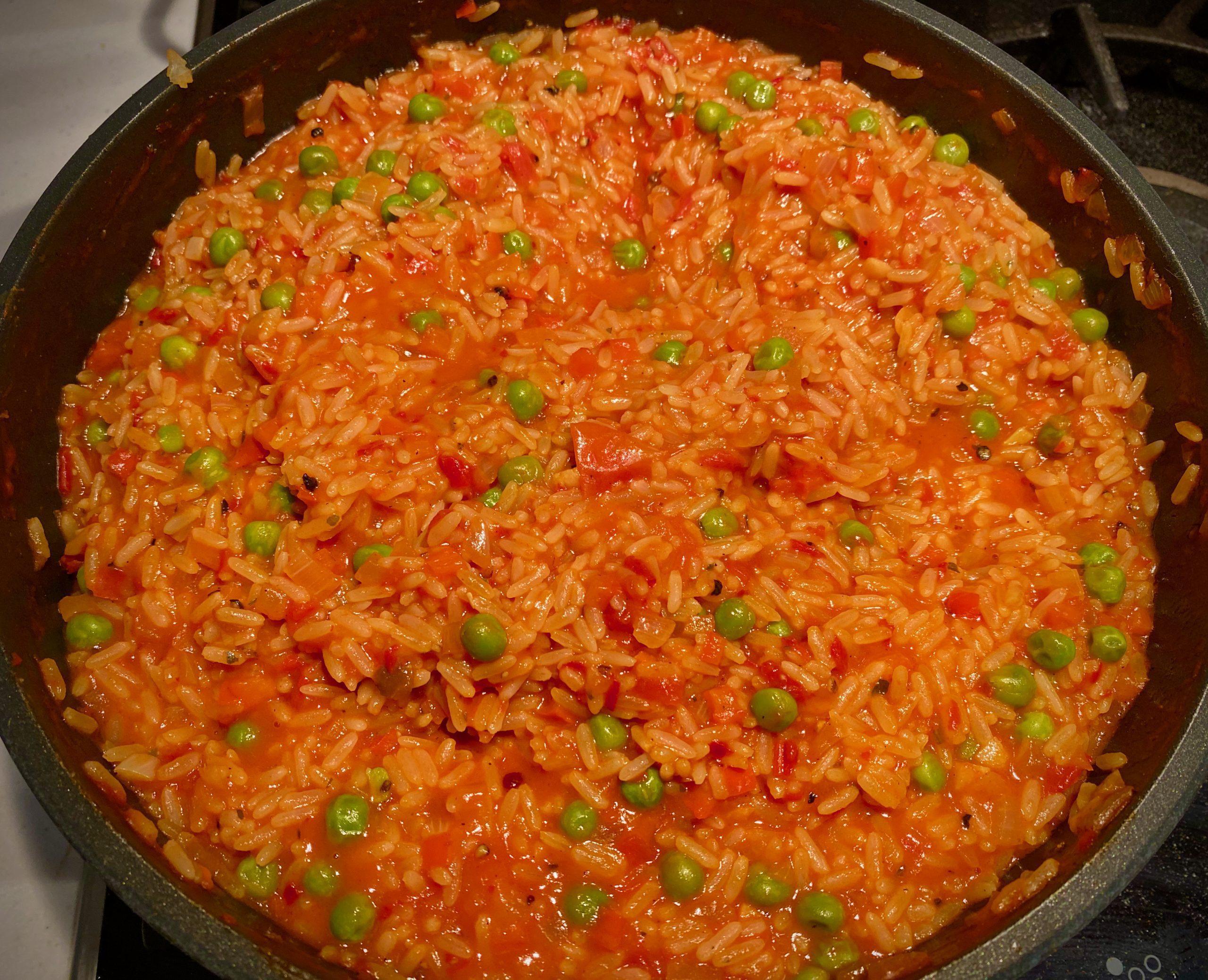 Djuvec Reis – Serbischer Gemüsereis mit Ajvar, Paprika und Erbsen